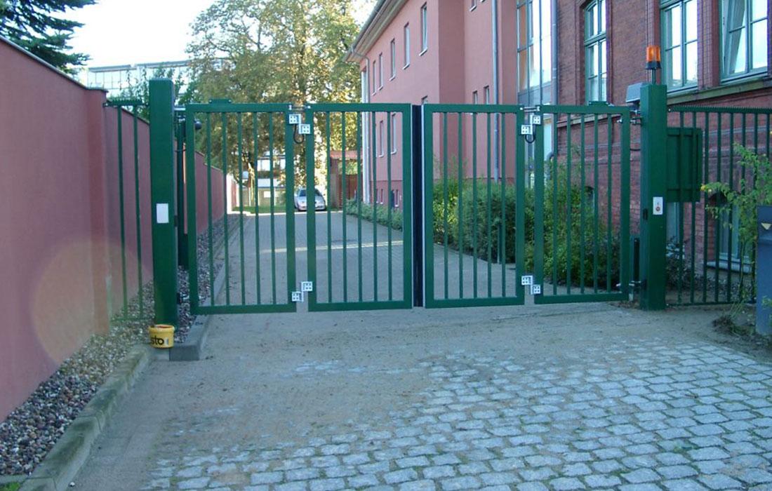 Toranlage als Falttor Rostock