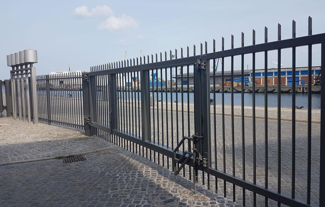 Toranlage Hafen Wismar nähe Rostock